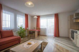 Wohnzimmer mit Küche - Living room and kitchen